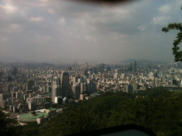 Blick vom Hügel Somangtap im Süden Seouls